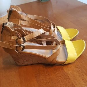 Kenneth Cole Reaction Strappy Wedges